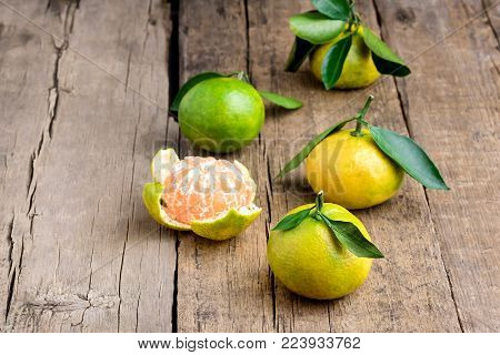 Ripe Mandarine with Leaves Tangerine Mandarine Citrus on Wooden Table Background Citrus Fruits Horizontal Copy space