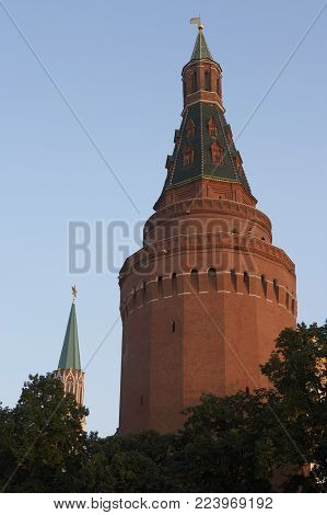 KREMLIN CORNER ARSENAL TOWER MANEZHNAYA SQUARE AND ENTRANCE TO RED SQUARE MOSCOW RUSSIA