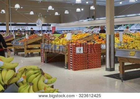 Newcastle, Nsw, Australia-september 17, 2019: Coles Supermarket Is At The Junction An Inner Suburb O