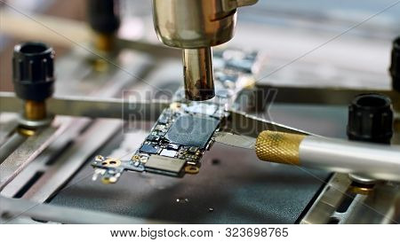 Removing Chipset Element Microprocessor Using Knife Melted With Soldering Dryer.