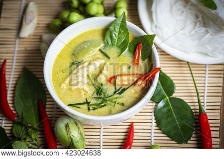 Chicken Green Curry Thai Food On Soup Bowl With Rice Noodles Ingredient Vegetable Herbs And Spices P