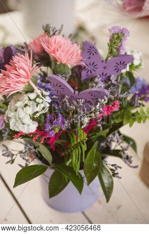 flower workshop, master class, kids birthday activity making flower arrangements