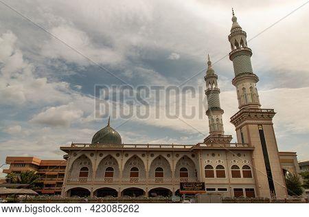 Bangkok, Thailand - 07 Jun 2021 : Beautiful Landscape Of Masjid Al - Yusraw Or Al - Yusraw Mosque At