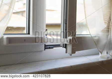 Children Window Protection Lock. Cable Safety Guard Prevent Opening Window By Child. Prevention Of F
