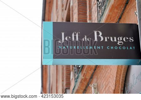 Bordeaux , Aquitaine France - 06 06 2021 : Jeff De Bruges Logo Brand And Text Sign Front Of Shop Cho