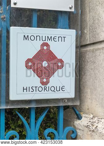 Bordeaux , Aquitaine France - 03 25 2021 : Monument Historique Logo Text And Sign In French For Old