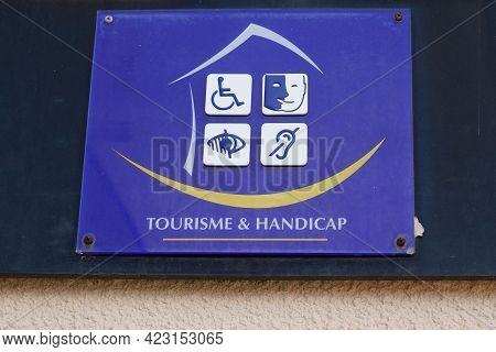 Bordeaux , Aquitaine France - 06 06 2021 : Tourisme Et Handicap Tourism And Disability Logo Sign Sta