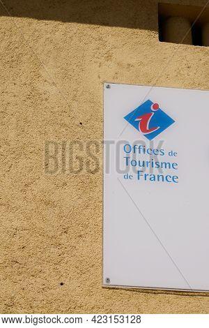Bordeaux , Aquitaine France - 06 06 2021 : Office De Tourisme De France French Tourism Office Wall S
