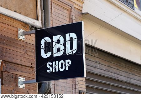 Bordeaux , Aquitaine France - 06 06 2021 : Cbd Shop Logo Brand And Text Sign Hemp And Cbd Products F