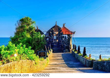 Pura Batu Bolong Is The Traditional Balinese Temple Located On A Rocky, In The Tanah Lot Area, Bali,
