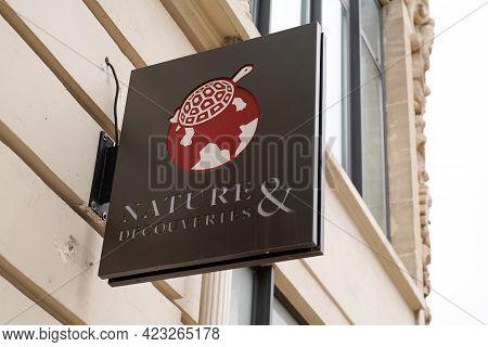 Bordeaux , Aquitaine France - 06 06 2021 : Nature Et Decouvertes Logo Turtle Sign And Brand Text Sto