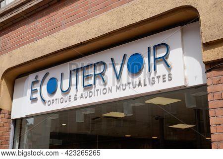 Bordeaux , Aquitaine France - 06 06 2021 : Ecouter Voir Optique Mutualiste Logo Brand And Text Sign