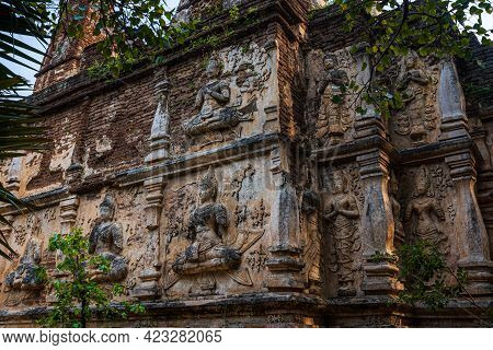 Old Ancient Stucco Patterns Stucco Buddha And Angel Figures On The Outside Of The Maha Chedi Wat Che