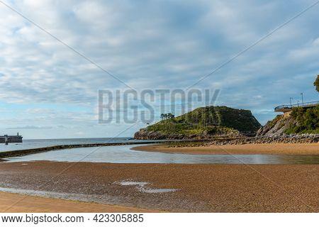 Low Tide From Isuntza Beach In Lekeitio Next To The Island Of San Nicolas, Basque Country. Bay Of Bi