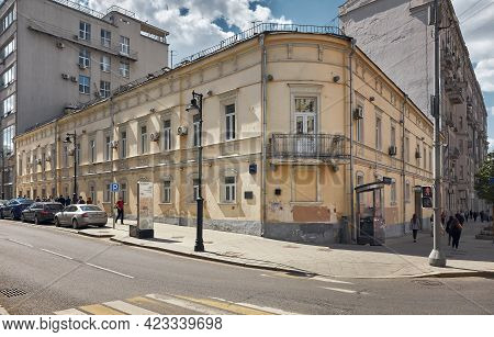 View Of The Residential House Of Merchant Natalia Aplaksina, 1830-1840, In Soviet Times The Building