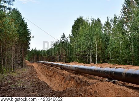 Oil And Gas Pipeline Construction. Natural Gas And Crude Oil Transmission In Pipe From Gas Storage A