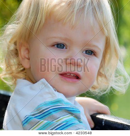 Niño rubio chico