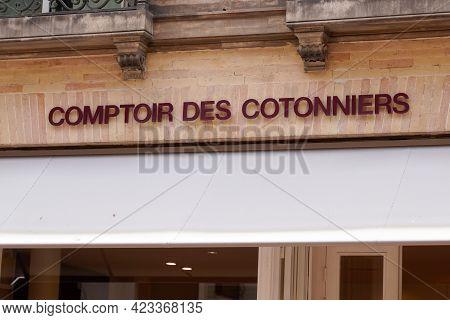 Toulouse , Occitanie France - 06 06 2021 : Comptoir Des Cotonniers Logo Brand Fashion Shop And Text