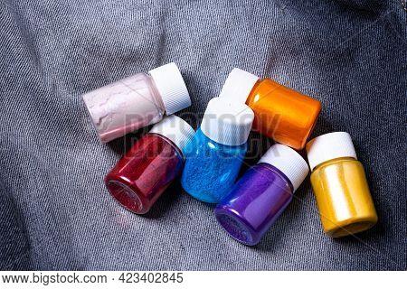 Pearl Powder In Bottles Quality Mica Powder Color In Bottles On White Technology Mica Powder On A Bl