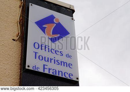 Bordeaux , Aquitaine France - 06 06 2021 : Office De Tourisme De France Sign Text And Brand Logo Of
