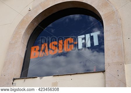 Bordeaux , Aquitaine France - 06 06 2021 : Basic-fit Sign Text And Brand Logo Of Sport Fitness Club