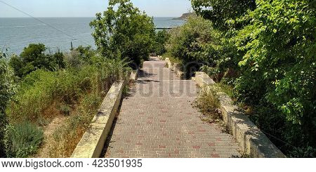 Odesssa, Ukraine - June 12, 2019: This Is A Staircase Descent To The Sea In The Grand Fontan Distric