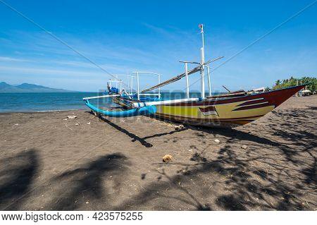 Java, Indonesia - 13 September 2018: The Coast Of Indian Ocean On Island Java, Indonesia