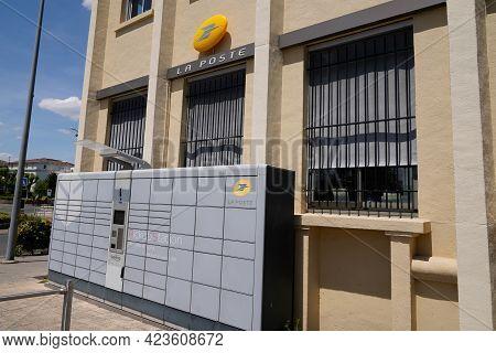 Toulouse , Occitanie France - 06 06 2021 : La Poste Pickup City Terminal Locker Delivery Store Self