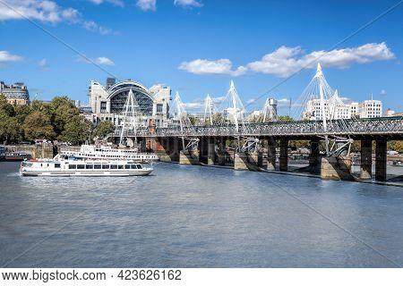 Golden Jubilee Bridge With Tourist Boats In London, England, Uk