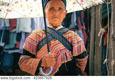 Bac Ha, Vietnam - April 4, 2016: Young Hmong Tribe Old Woman In Traditional Clothes At Can Cau Satur
