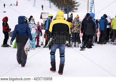 A Crowd Of People Stands At The Tow Lift Waiting To Be Towed Up The Mountain. Selective Focus.