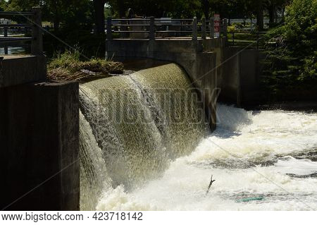Smiths Falls, Ontario, Ca, June 12, 2021: The Reservoir Dam Located In Smiths Falls, Ontario Showing