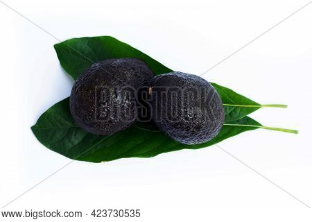 Avocado With Leaf Isolated On White Background. Half-cut Fruit Of Avocado (persea Americana).