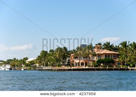 Waterfront Mansion With Yacht In Fort Lauderdale