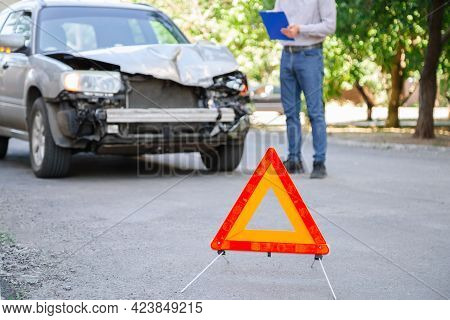 Man Insurance Agent Describes Insured Event With Wrecked Car After Car Accident. Car Insurance On Ro