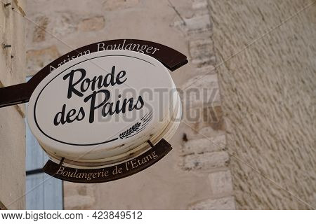 Perpignan , Occitanie France - 06 06 2021 : Ronde Des Pains Round Of Breads French Brand Logo And Si