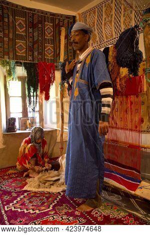 Ait-ben Haddou, Morocco.01 Oktober 2017. Carpet Trade  In Kasbah Ait Ben Haddou  In The Atlas Mounta