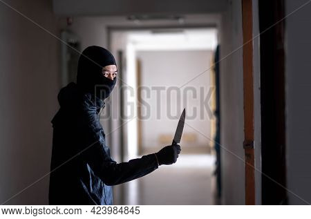 Murder Wear The Mask Holding A Knife And Standing In The Old Apartment, Kill And People Concept - Cr