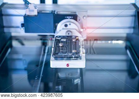 automaitc multi-axis CMM machine measure the aluminum mobile phone part .