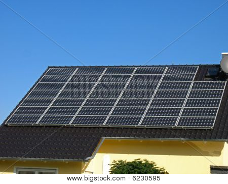Roof with solar cells