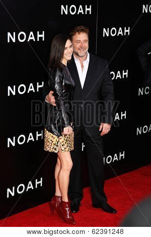 NEW YORK-MAR 26: Actress Jennifer Connolly and Russell Crowe (R) attend the premiere of