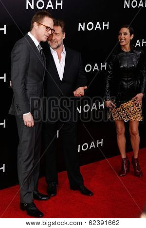 NEW YORK-MAR 26: Actor Paul Bettany (L), Russell Crowe and Jennifer Connelly attend the premiere of