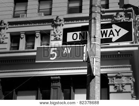 Fifth avenue sign 5 th Av New York Manhattan USA black & white