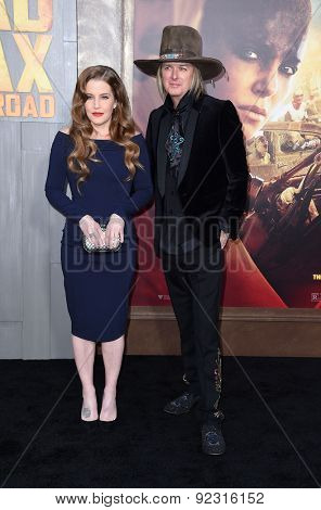 LOS ANGELES - MAY 07:  Lisa Marie Presley & Michael Lockwood arrives to the