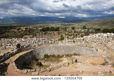 Mycenae - ancient city in Argolida, one of the centers of Mycenaean culture, and later - the Greek civilization. At the present time - in ruins. It dated to the second millennium BC. e. Located 90 km south-west of Athens, near the village of Mikines.