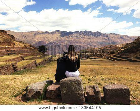 Paisagem no topo de Tipon, arquitetura Inca, Vale Sagrado, Peru