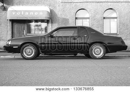 Ford Thunderbird Ninth Generation, Side