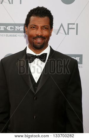 LOS ANGELES - JUN 9:  Deon Cole at the American Film Institute 44th Life Achievement Award Gala Tribute to John Williams at the Dolby Theater on June 9, 2016 in Los Angeles, CA
