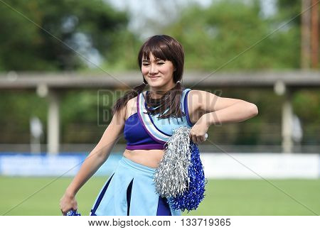Huahin Thailand-aug9,2015:dancers Cheer Of Huahin City Fc Duriung Half Time Of The Match At Tanarat