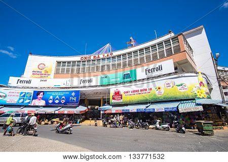 Dalat center market in sunshine. DALAT, LAM DONG, VIETNAM - MAY 15, 2015